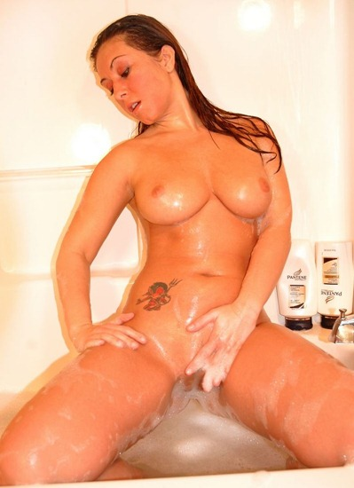 sexy-luna-playing-in-the-bath-tub